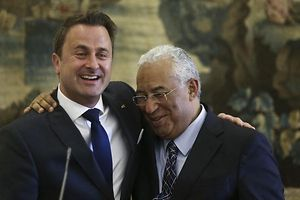 Portuguese Prime Minister Antonio Costa (R) and his Luxembourg`s counterpart Xavier Bettel (L) at a press conference during his visit to Portugal at S.Bento Palace in Lisbon, Portugal, 10 November 2016. ANDRE KOSTERS/LUSA