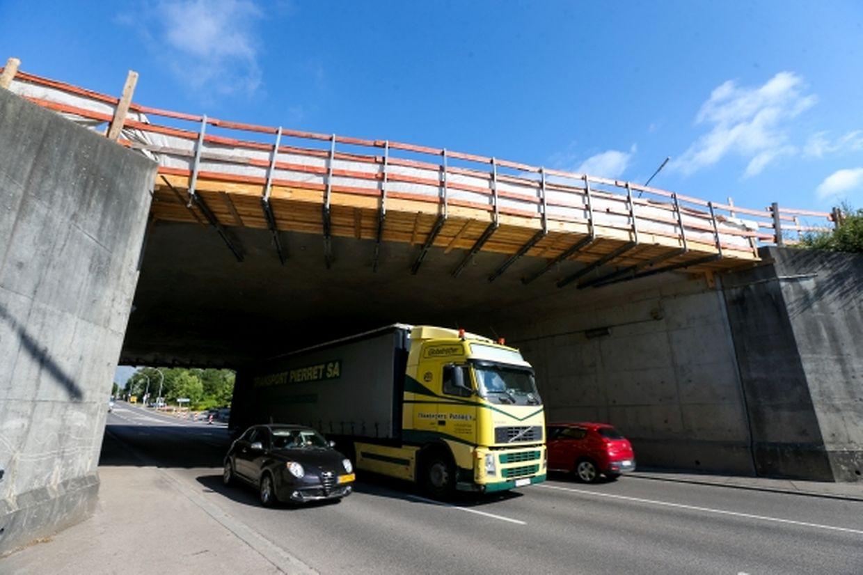 Die A1-Auffahrt liegt hinter der Aurobahnbrücke und musste deswegen für die gesamte Dauer der Bauarbeiten gesperrt bleiben.