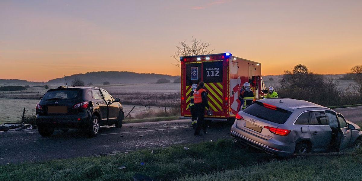 Eines der Autos war auf der Gegenspur unterwegs, als es zum Unfall kam.
