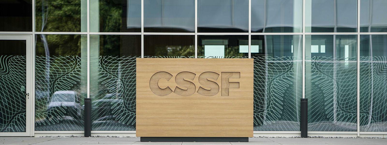 C'est le 17 octobre 1945 que le poste de Commissaire de contrôle aux banques, l'ancêtre de la CSSF a été créé.