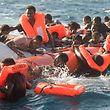 Flüchtlinge, die während eines Rettungseinsatzes der Hilfsinitiative SOS Mediterranee Ende Januar vor der libyschen Küste gerettet wurden.