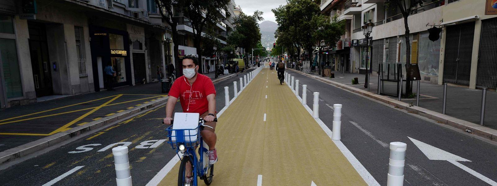 Auf einer der neuen geschützten Radspuren in Nice lässt es sich gut radeln.