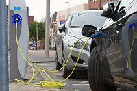 Ladestation , Elektrofahrzeug, Elektroauto, Mobilität, Shutterstock