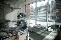 Die Krankenhäuser sind seit Wochen einer großen Belastungsprobe ausgesetzt.