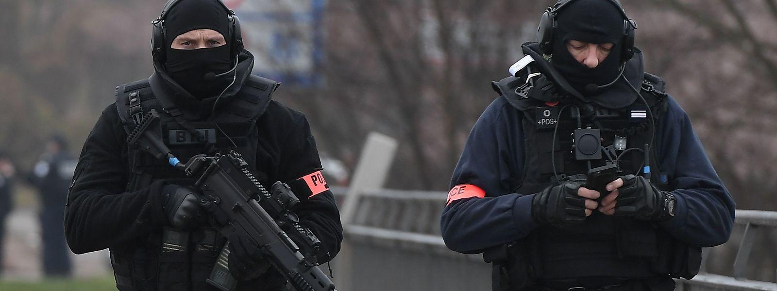 """Mitglieder der """"Brigade de recherche et d'intervention"""" der französischen Kriminalpolizei im Einsatz."""