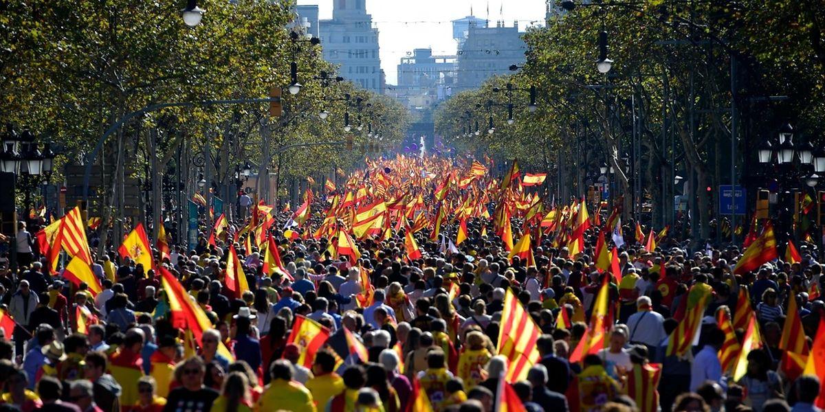In Barcelona demonstrierten am Sonntag Tausende Menschen für die Einheit Spaniens.