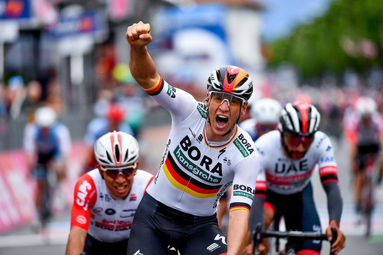 Pascal Ackermann (D/Bora) freut sich über seinen Etappensieg.