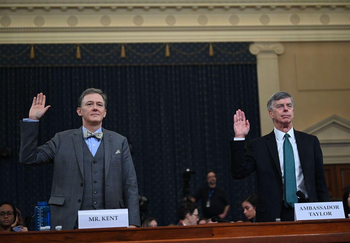 US-Diplomat George Kent (links) und US-Botschafter der Ukraine Bill Taylor (rechts) vor dem Kongressausschuss am Mittwoch.