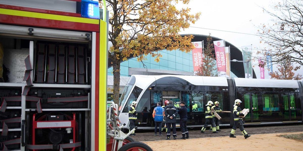 """Großeinsatz in Höhe der """"Coque"""": Die Feuerwehr und """"Luxtram"""" probten den Notfall."""