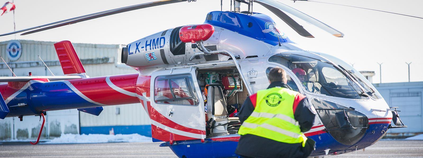 Damit Piloten der Luxembourg Air Rescue (LAR) mit dem sogenannten Bambi Bucket – einem großen Wasserbehälter – am Helikopter fliegen dürfen, brauchen sie eine entsprechende Ausbildung.