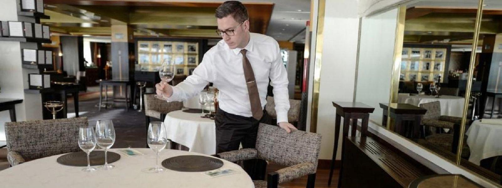 Quatre adultes pourront s'asseoir à une même table à l'intérieur dans les établissements belges.