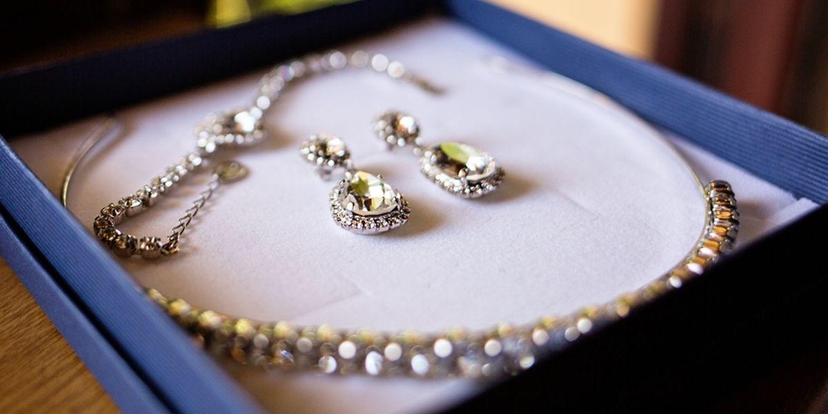 Le parquet n'a pas donné de détails concernant le type de bijoux volés et leur valeur