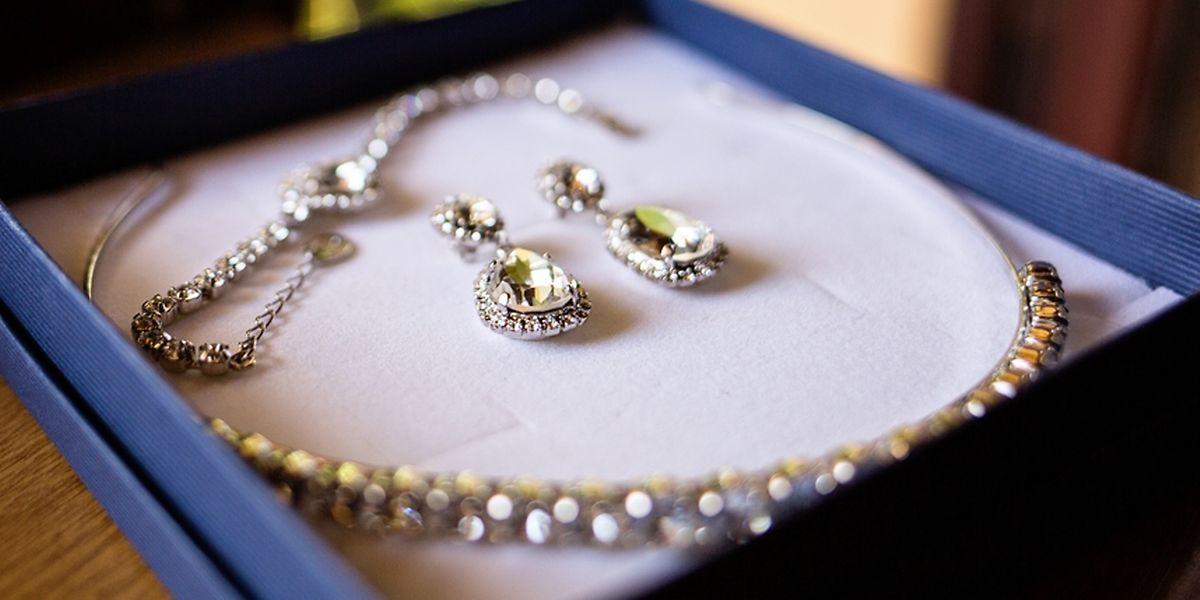 A Procuradoria de Estado não dá detalhes sobre o tipo e valor das joias roubadas.