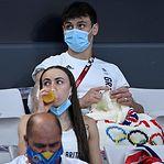 Campeão olímpico pôs o mundo a falar de tricô, mas há várias celebridades que têm este hobbie