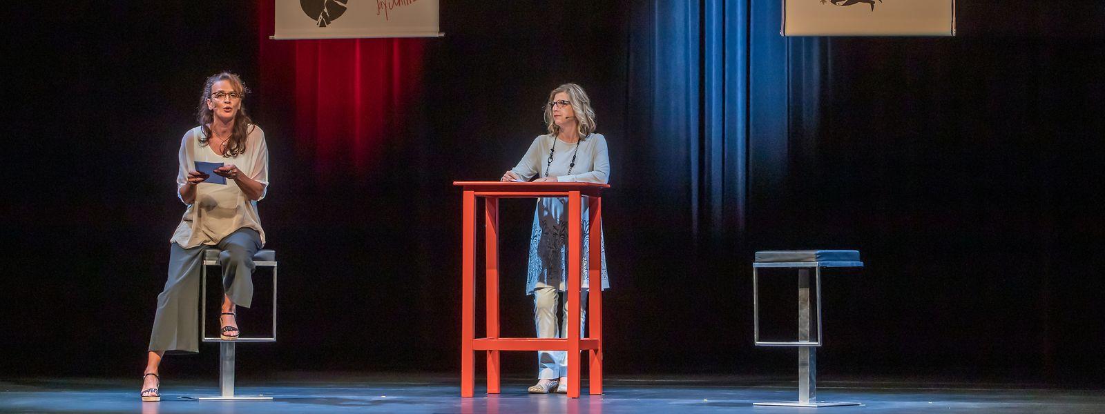 Marie-Jeanne Jacobs und Christiane Kremer (im Bild) sowie Clod Thommes und Roland Gelhausen gaben der Textcollage auf der Bühne ihre Stimme.