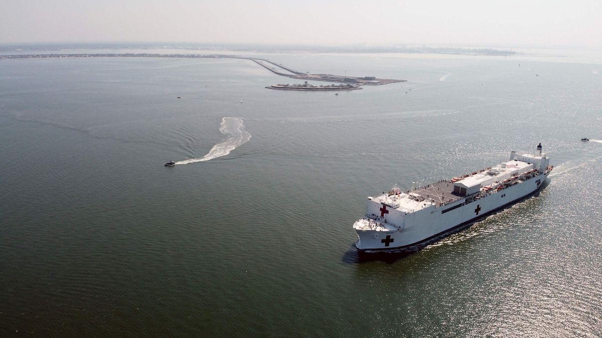 Die USNS Comfort (T-AH 20) verlässt die Marinestation Norfolk, Va., am Samstag.