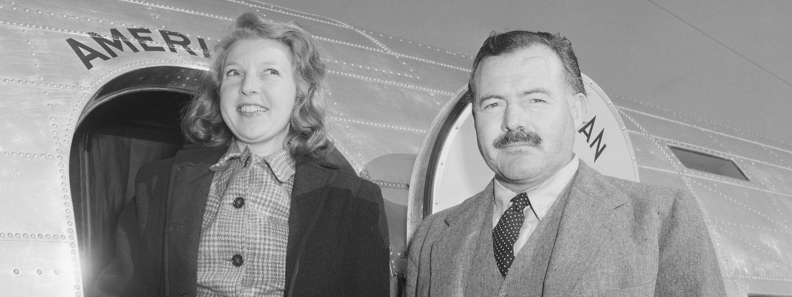 """Ein Bild aus glücklichen Tagen. Martha Gellhorn und Ernest Hemingway wurden jedoch bereits 1945 wieder geschieden. Ihr Leben lang wurde Martha immer nur über ihre Ehe mit Ernest definiert. Sie empfand das als Ungerechtigkeit. """"Wieso sollte ich eine Fußnote im Leben eines anderen sein?"""", fragte sie."""