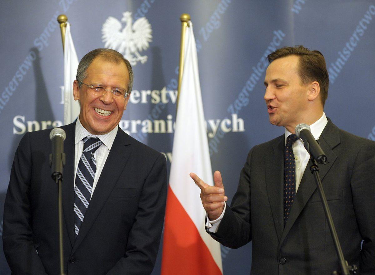 Radoslaw Sikorski (r.), hier mit dem russischen Außenminister Sergei Lawrow, könnte das Rennen um die Nachfolge der EU-Außenbeauftragten Catherine Ashton machen.