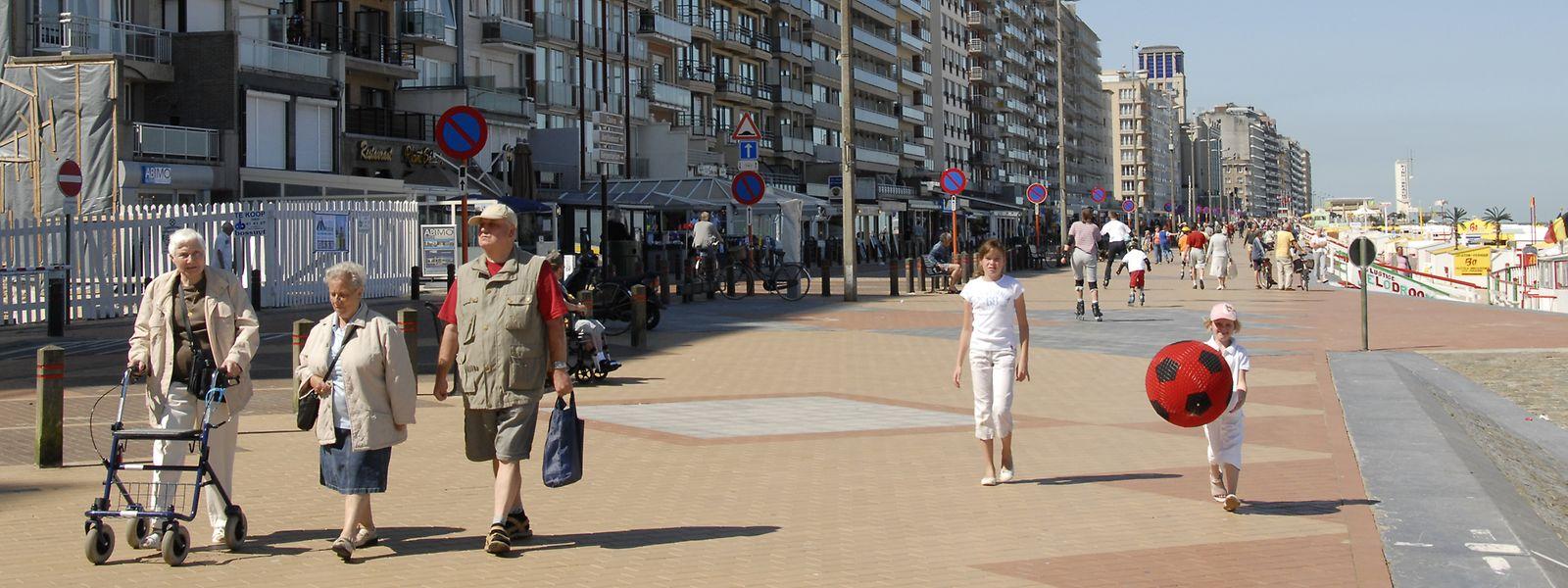 Blick auf die Strandpromenade von Blankenberge.