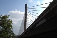In Luxemburg gibt es keine Brückenstrukturen wie jene in Genua. Die Schrägseilbrücke in Hesperingen ist moderner und hat eine andere Bauweise.