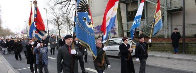 Mehrere Resistenzorganisationen waren mit ihren Fahnen vertreten.