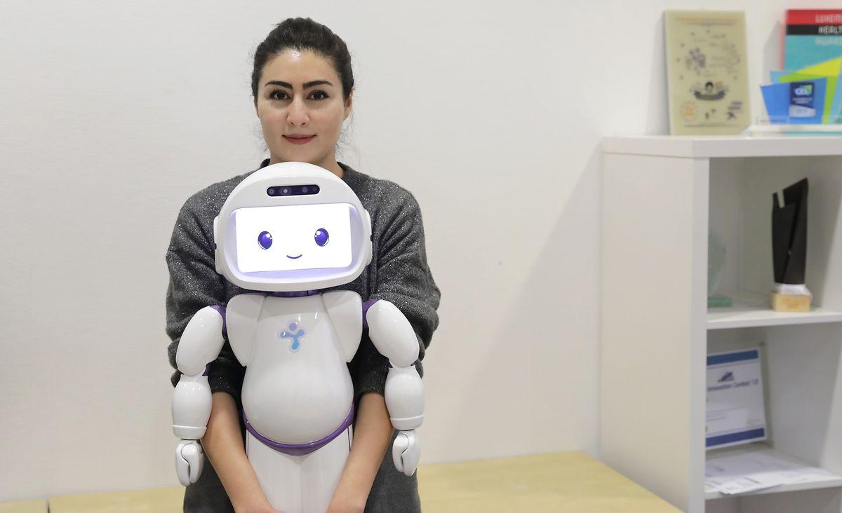 Le Dr Aida Nazarikhorram explique que le robot a été «développé par les chercheurs pour les enfants autistes mais ils se sont rendu compte qu'il pouvait correspondre à bien d'autres handicaps mentaux».