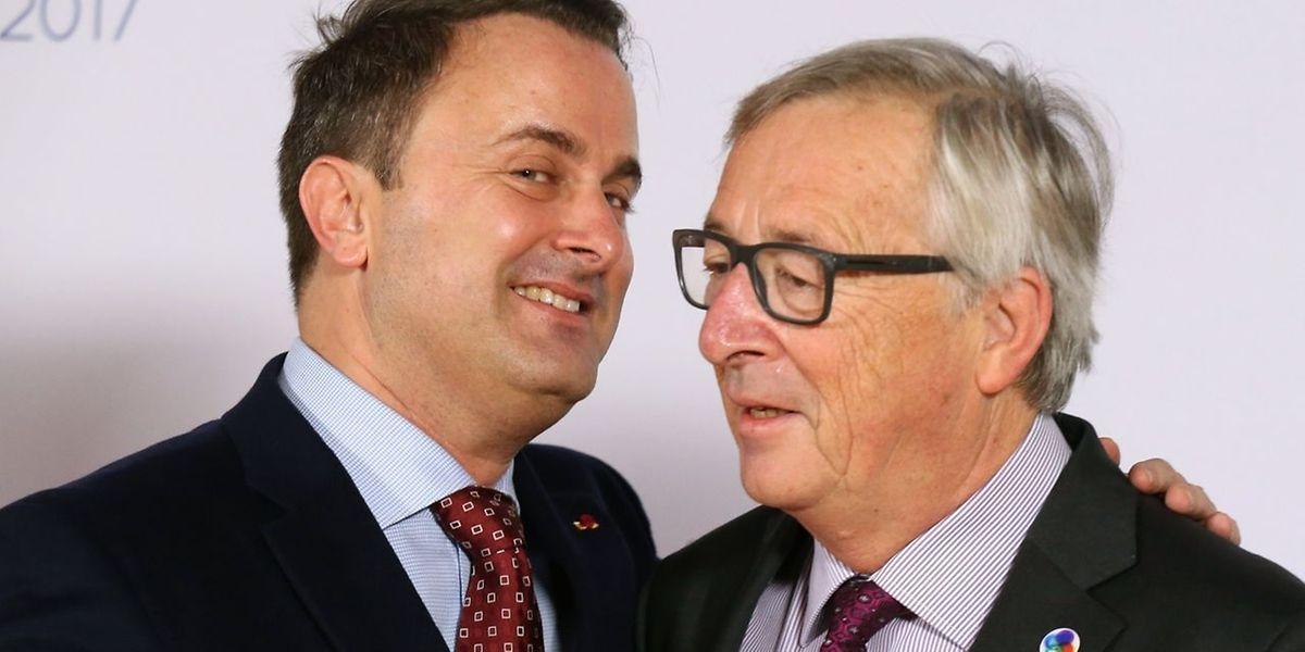 O primeiro-ministro do Luxemburgo, Xavier Bettel, e o Presidente da Comissão Europeia, o luxemburguês Jean-Claude Juncker