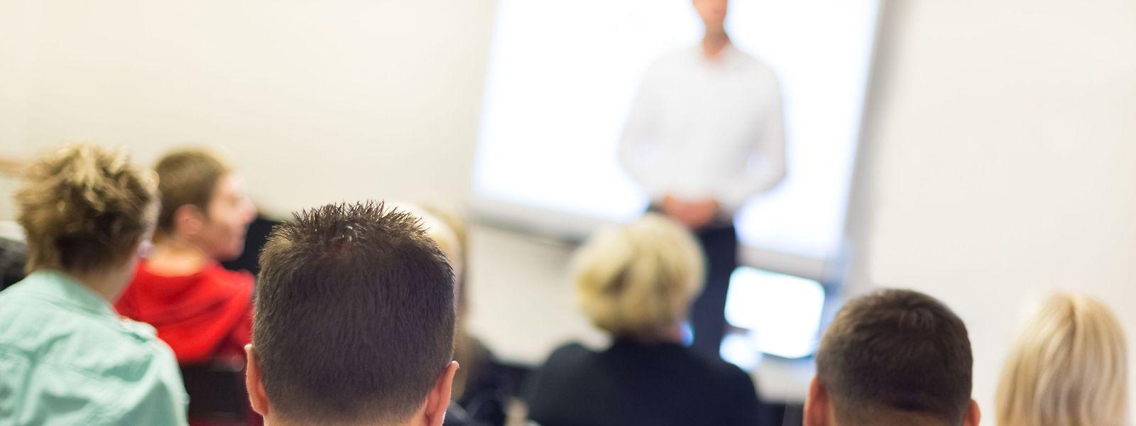 """Nach einem Studium an der """"ISEC-Hochschule der Wirtschaft"""" verfügen Arbeitnehmer nicht nur über einen international anerkannten Studienabschluss, sondern auch über weitere Berufserfahrung. Allerdings wird ihnen auch sehr viel persönliches Engagement abverlangt."""