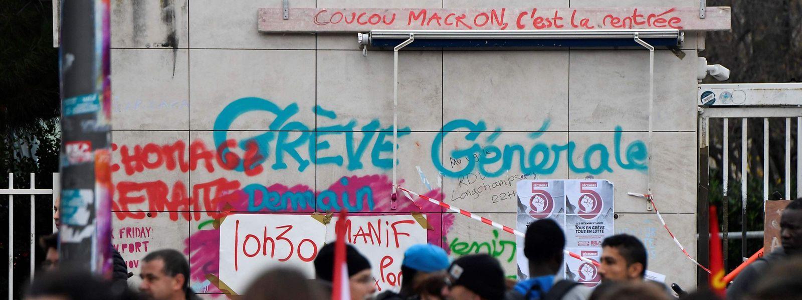 Demonstranten vor der Saint Charles Universität.