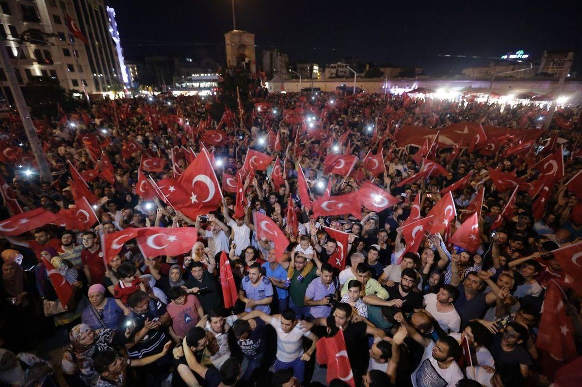 Die türkische Bevölkerung demonstrierte am Samstag gegen die Putschisten und deren Versuch, die Macht an sich zu reißen.