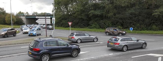 Zähfluss und Staus gehören am Irrgarten-Kreisverkehr zum Alltag.