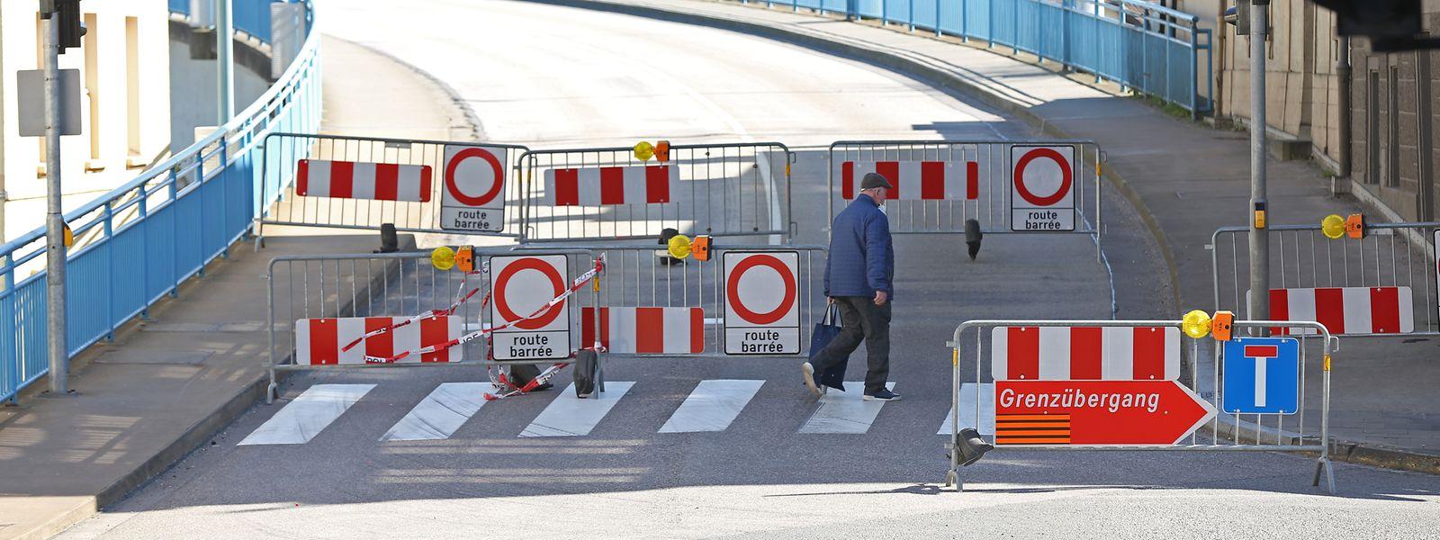 Der Grenzübergang bei Remich ist seit Ende März verbarrikadiert. Nun soll die Sperrung wieder aufgehoben werden.