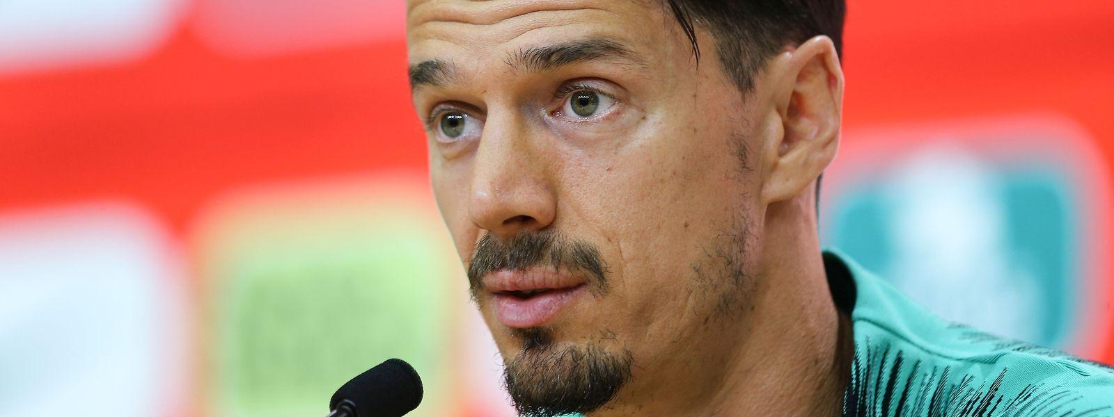 O defesa da equipa francesa do Lille vai ser substituído por Domingos Duarte, jogador do Granada.