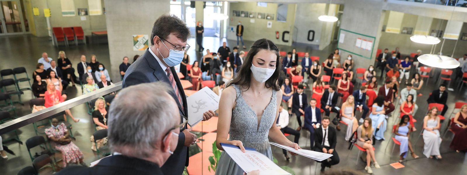 Gestern Nachmittag haben die Primaner des Lycée Michel-Rodange in einer feierlichen Zeremonie ihr Abschlussdiplom erhalten. Bedingt durch das Corona-Virus galten dabei jedoch strenge Hygienevorschriften.
