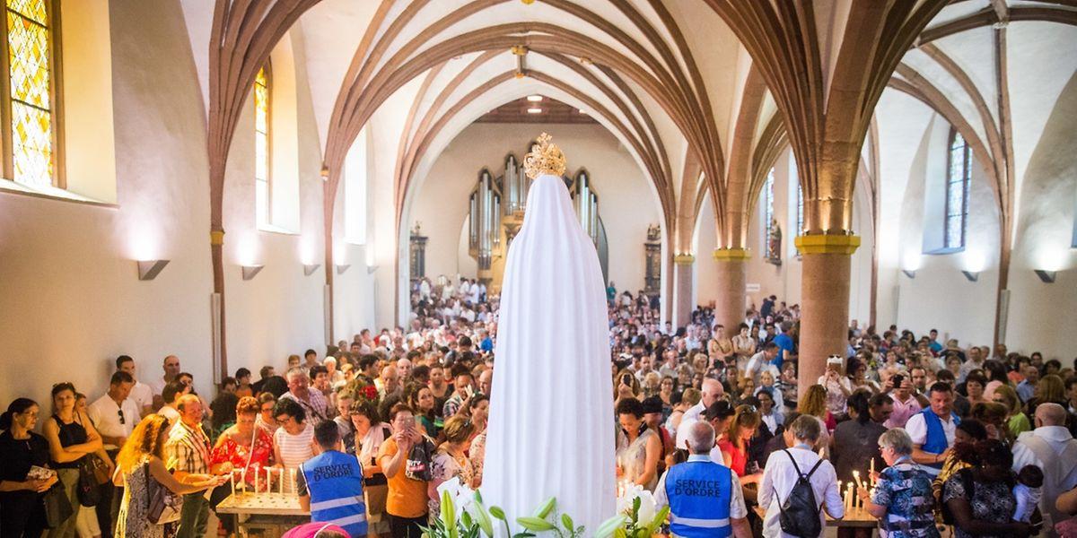 """Wie jedes Jahr zu Christi Himmelfahrt pilgerten dieses Jahr zehntausende Menschen, davon ein Großteil Portugiesen, zum Denkmal """"Unserer Lieben Frau von Fatima"""", das sich seit 1951 nahe Wiltz befindet."""