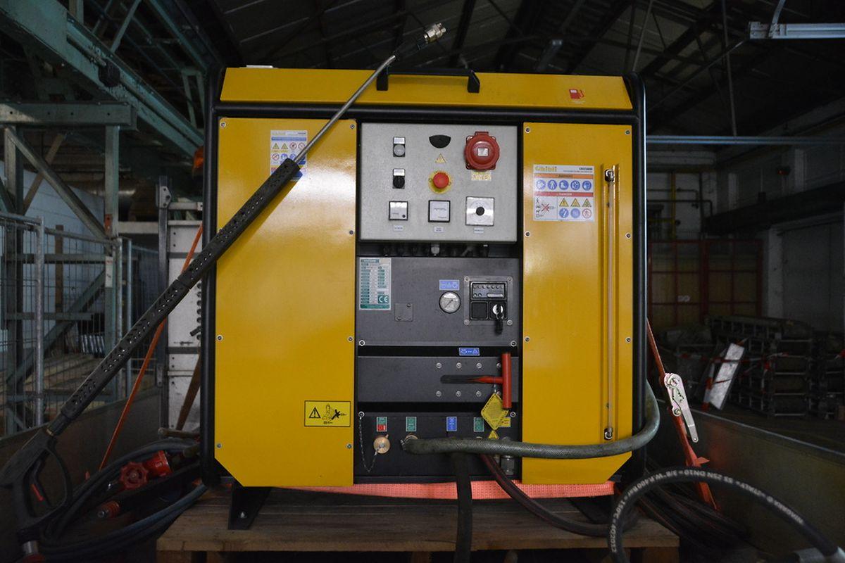 Das Gerät kann außerdem zum Entfernen von Graffitis, Plakatüberresten sowie zum Reinigen von von der Witterung verschmutzten Monumenten und Fassaden eingesetzt werden.