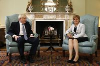 Britain's Prime Minister Boris Johnson (L) and Scotland's First Minister Nicola Sturgeon (R) pose for a photograph before talks at Bute House in Edinburgh during his visit to Scotland on July 29, 2019. - New British Prime Minister Boris Johnson makes his first official visit to Scotland on Monday in an attempt to bolster the union in the face of warnings over a no-deal Brexit. (Photo by Duncan McGlynn / POOL / AFP)