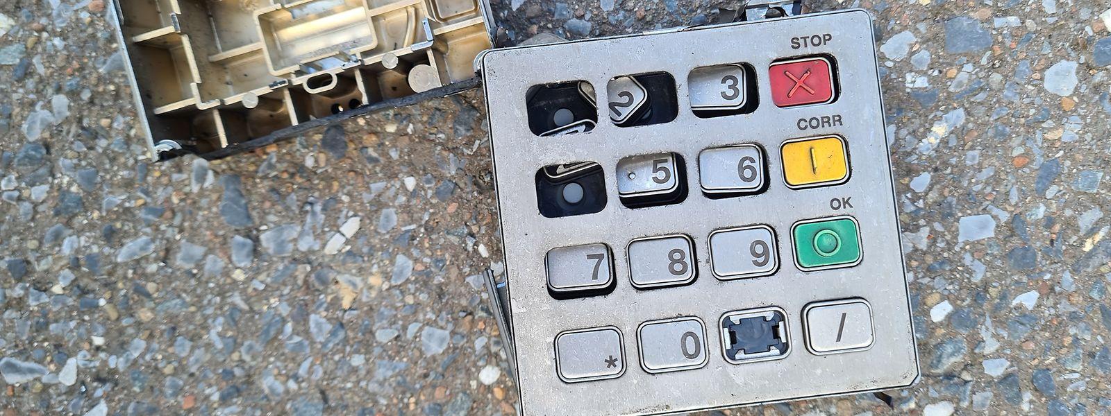 Die Tastatur des Bancomaten wurde rund 50 Meter weit durch die Luft geschleudert.
