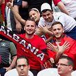 Werden diese albanischen Fans aus Wiltz auch am 4. Juni zum Spiel reisen?