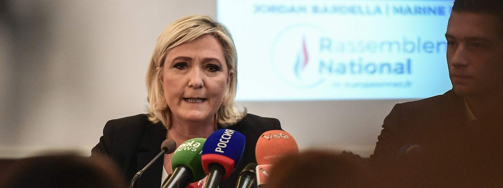 Marine Le Pen während der Pressekonferenz in Mailand.