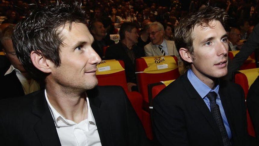 Dass Fränk (links) und Andy Schleck ein angespanntes Verhältnis zu Johan Bruyneel haben, ist ein offenes Geheimnis.