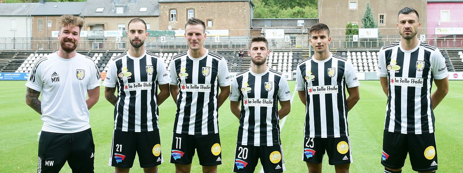 Trainer Marcus Weiss und die kurzfristig verpflichteten Neuzugänge: Markus Einsiedler (11), Georgios Xenitidis (20), Alexandros Voilis (23) und Xavier Tomas (r.). Der Wechsel von Aldin Dervisevic (21) stand bereits Anfang Mai fest.