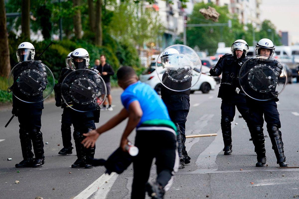 La police n'aurait reçu l'ordre d'intervenir que si la situation devenait incontrôlable
