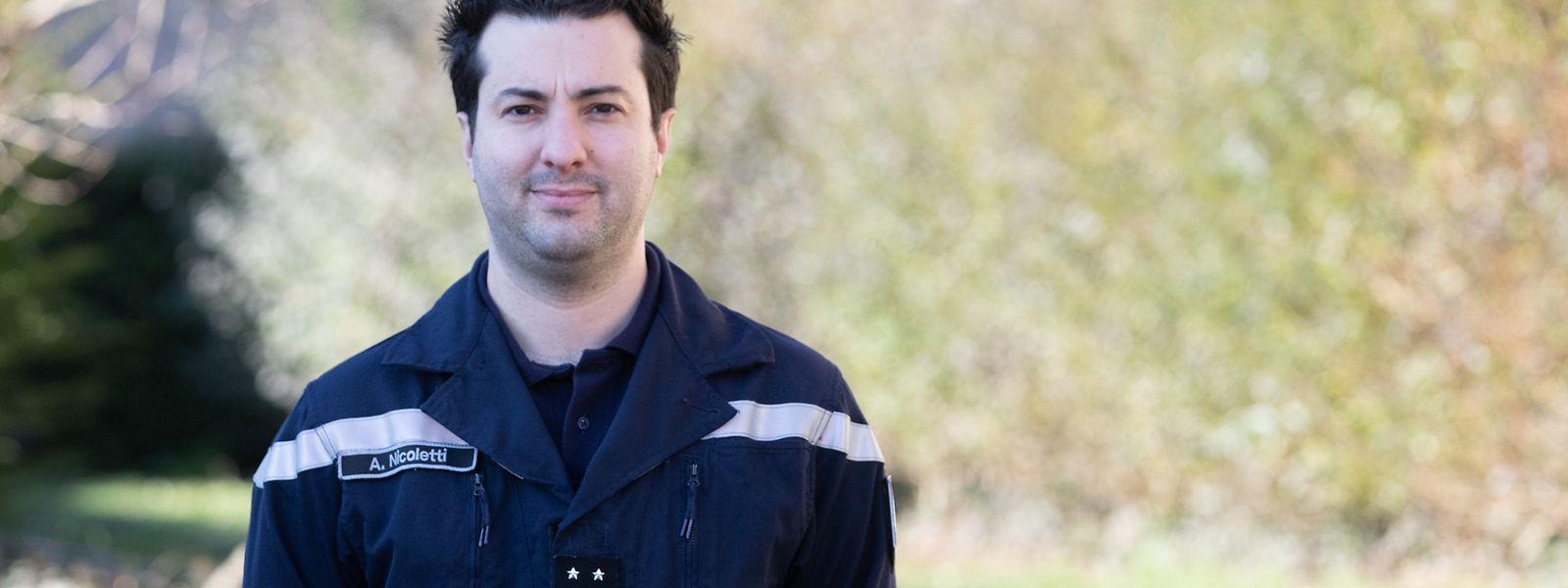 Andrea Nicoletti arbeitet hauptberuflich als Feuerwehrmann. Sein Einsatz geht aber darüber hinaus. Er ist freiwilliger Helfer im humanitären Interventionsteam.