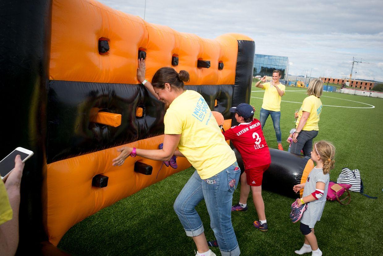 Viel Spaß hatten die Teilnehmer in Bissen beim Blindenparcours, Bubble-Fußball, der Powerwall und in der Gladiator Arena.