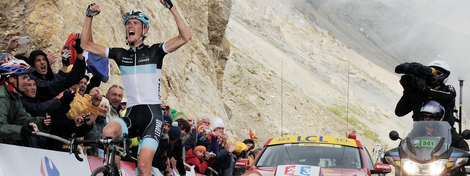 Auf dem Gipfel: Andy Schleck gewinnt die 18. Etappe der Tour de France 2011 auf dem Col du Galibier.