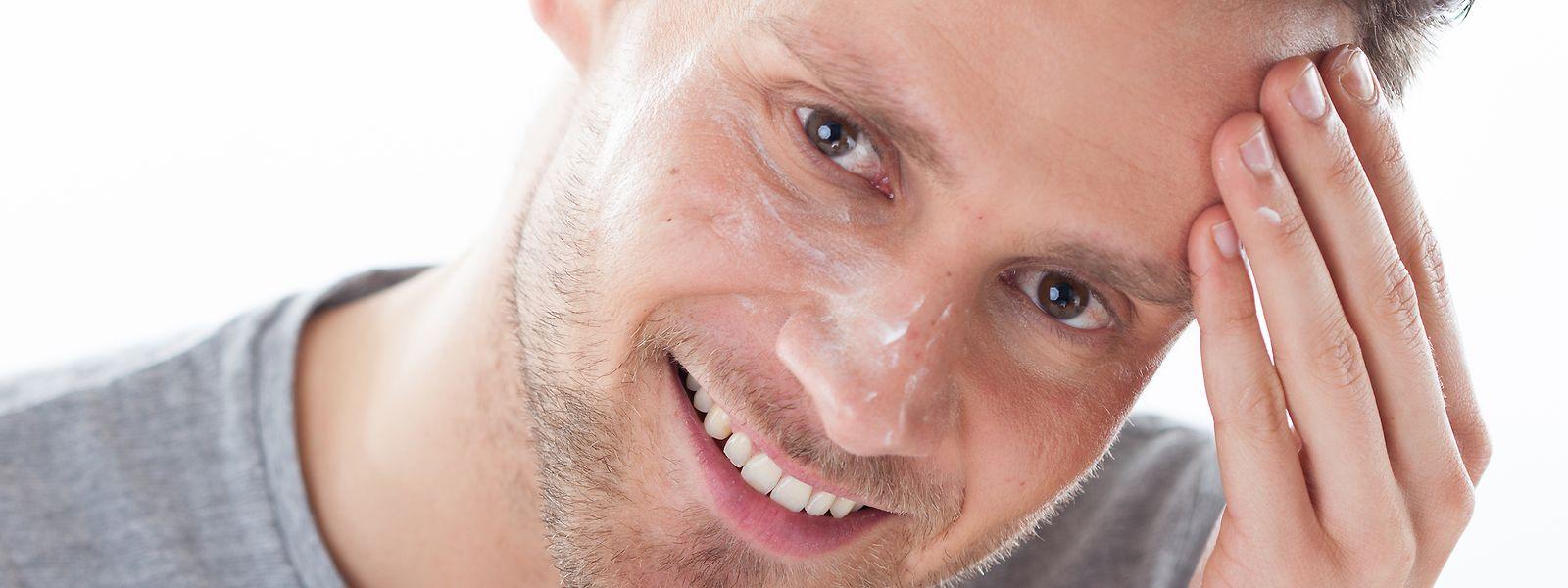 Männerhaut ist fester und robuster als die der Frau  - und braucht daher (meist) eigene Pflegeprodukte.