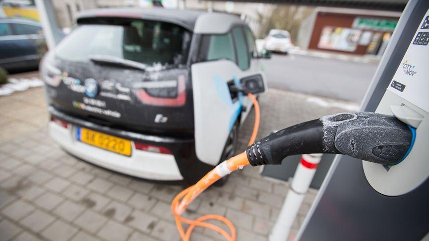 Kanzlerkandidat Martin Schulz will sich für eine Quote bei Elektroautos stark machen.