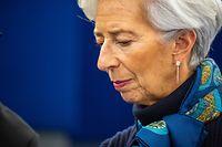 ARCHIV - 11.02.2020, Frankreich, Straßburg: Christine Lagarde, Präsidentin der Europäischen Zentralbank, sitzt im Plenarsaal des Europäischen Parlaments. Die Folgen der Coronavirus-Ausbreitung für die Wirtschaft könnten enorm sein. Die Europäische Zentralbank berät am 12.03.2020 darüber, inwieweit sie helfen kann. Foto: Philipp von Ditfurth/dpa +++ dpa-Bildfunk +++
