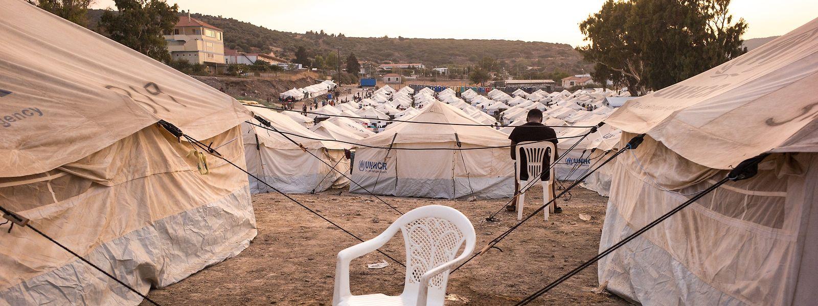 Blick auf das eilends errichtete Migrantenlager Kara Tepe auf der griechischen Insel Lesbos, das sich nach jedem Gewitter in eine schlammige Brache verwandelt.